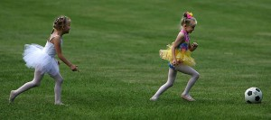 ¡Zapatillas de ballet o botas de fútbol!