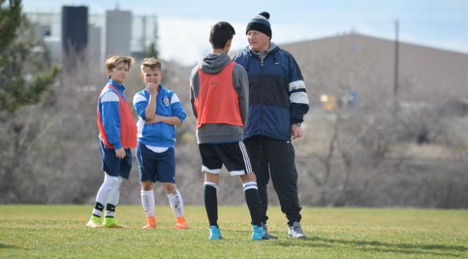 El entrenador: mucho más que un estratega del juego